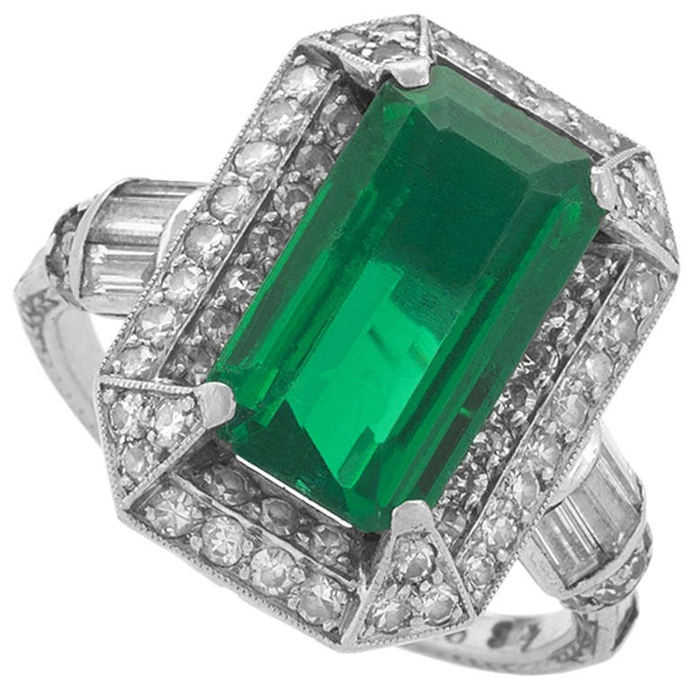 1920s Art Deco Colombian Emerald Diamond and Platinum Ring