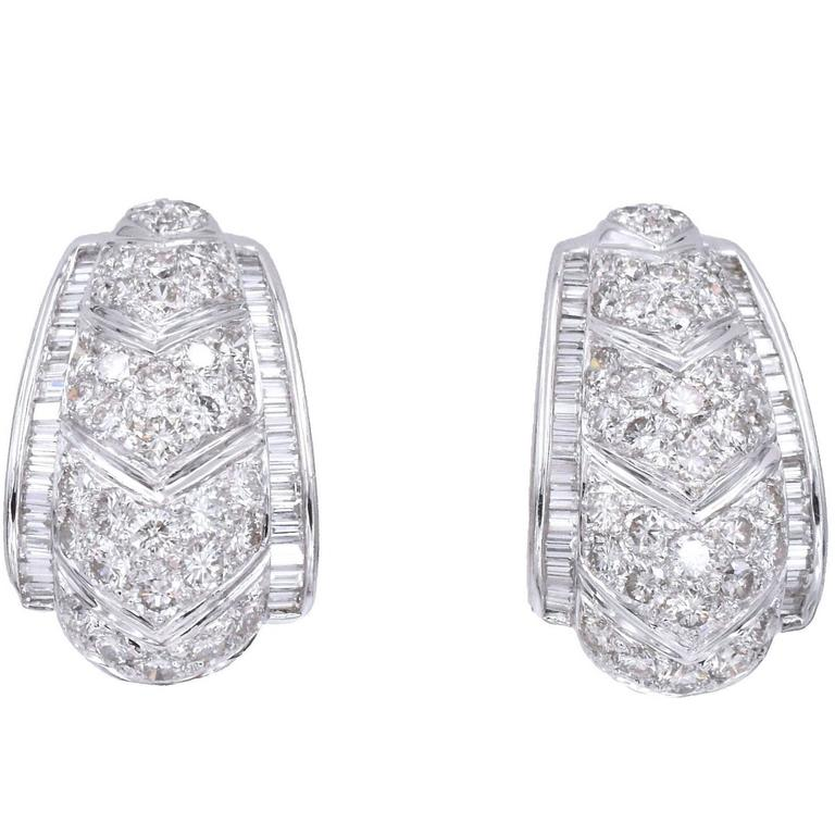 70bc498adb5 Classic Diamond Earrings For Sale at 1stdibs