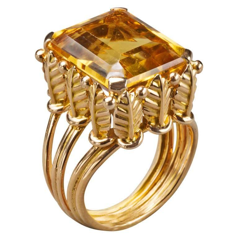 1970s French Citrine 18k Gold Cocktail Ring, Paris For Sale