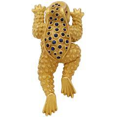 Kieselstein-Cord Sapphire Ruby Gold Frog Brooch