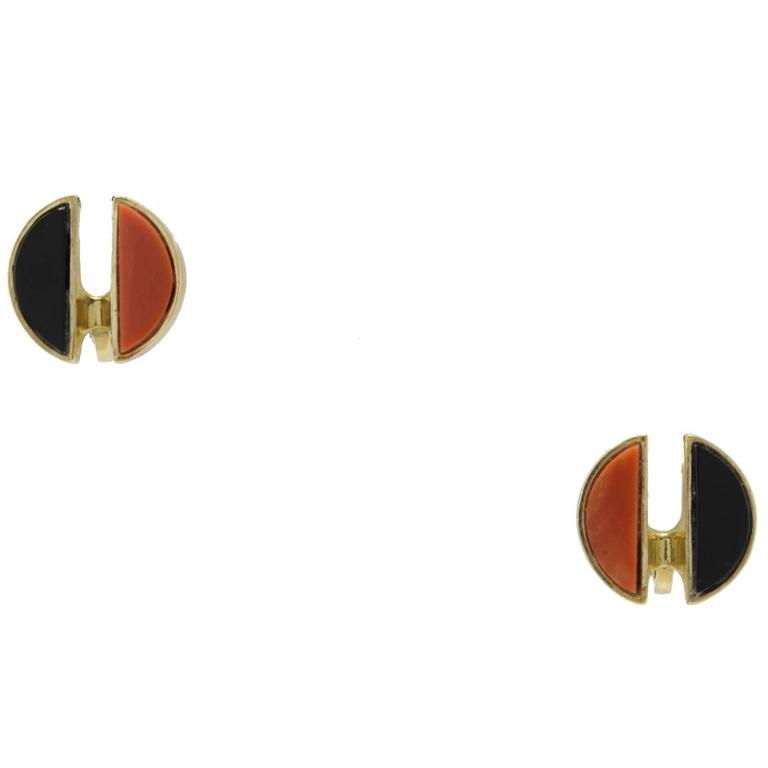 Clip-on earrings in 18k yellow gold mounted with coral and onyx. Coral 1.60 gr Onyx 1.40 gr Tot.Weight 12.90 gr R.F ucea