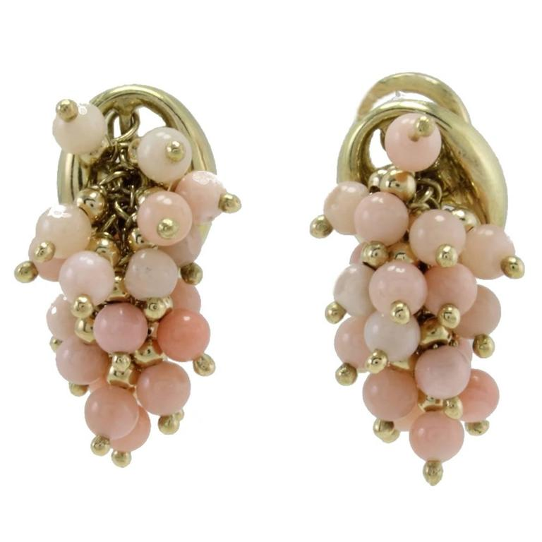 Coral 18 kt Gold Clip-On Earrings