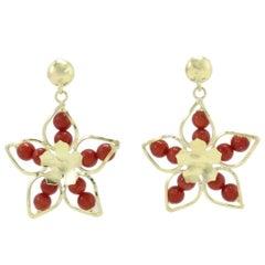 Red Ebony Spheres, Flower Shape 18K Yellow Gold Dangle Earrings