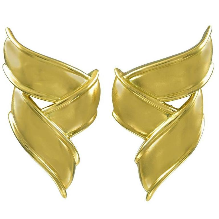 Tiffany & Co. Pair of Stylish Gold Ribbon Ear Clips