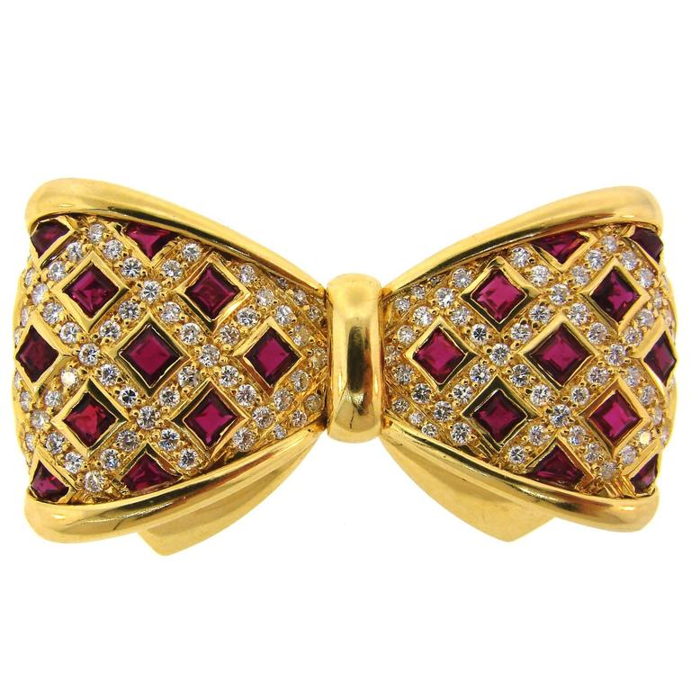 Van Cleef & Arpels Diamond Ruby Yellow Gold Bow Brooch Pin Clip