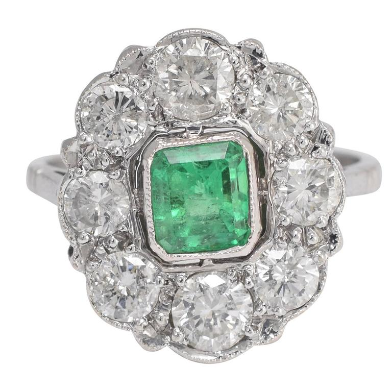 1920s Art Deco Emerald Diamond Flower Cluster Ring