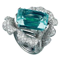 18.50 Carat Aquamarine White Diamond Gold Two in One Ring