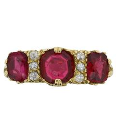 Late Victorian 2.70 Carat Ruby Diamond Yellow Gold Carved Shank Ring circa 1900s