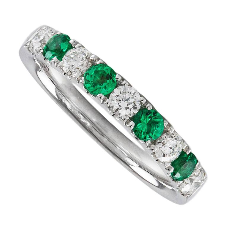 alternating emerald diamond gold wedding band ring 1 - Emerald Wedding Ring