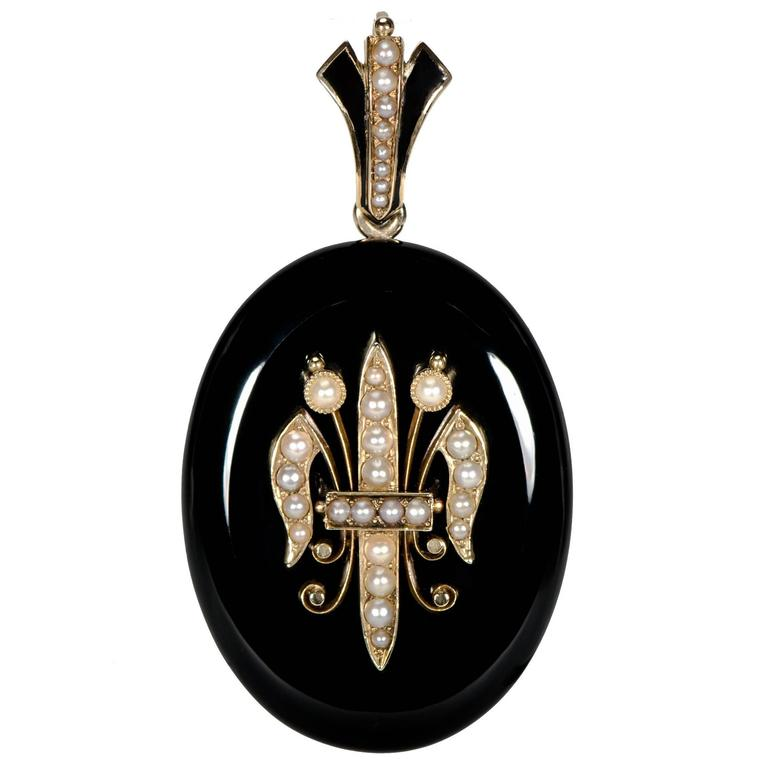 Exquisite Victorian Black Onyx Pearl Yellow Gold Locket Back Pendant