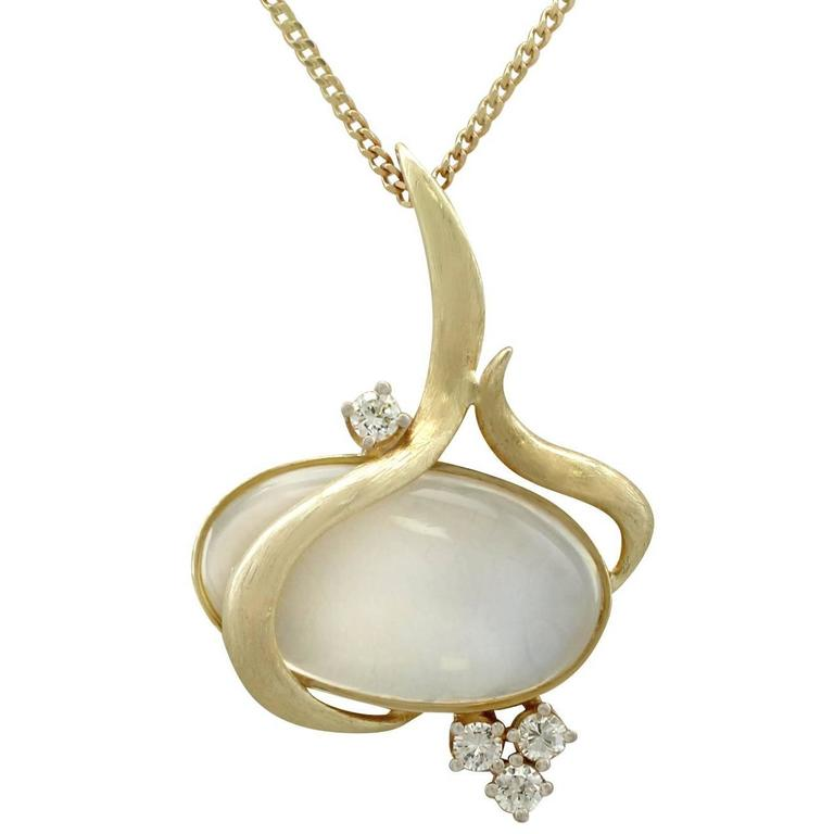 1970s 14.46 Carat Moonstone and Diamond Yellow Gold Pendant