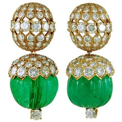 VAN CLEEF & ARPELS Carved Emerald Diamond Earrings