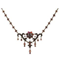 Romantic and Sumptuous Antique Victorian Late 19th Century Garnet Necklace