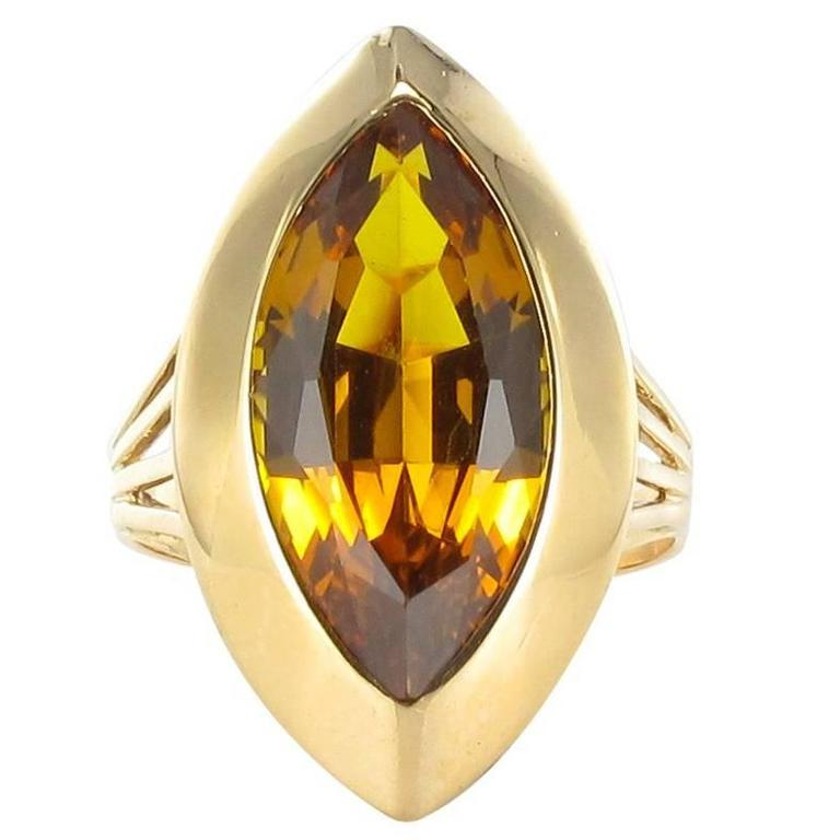 1970s French Citrine 18 Carat Yellow Gold Vintage Cocktail Ring
