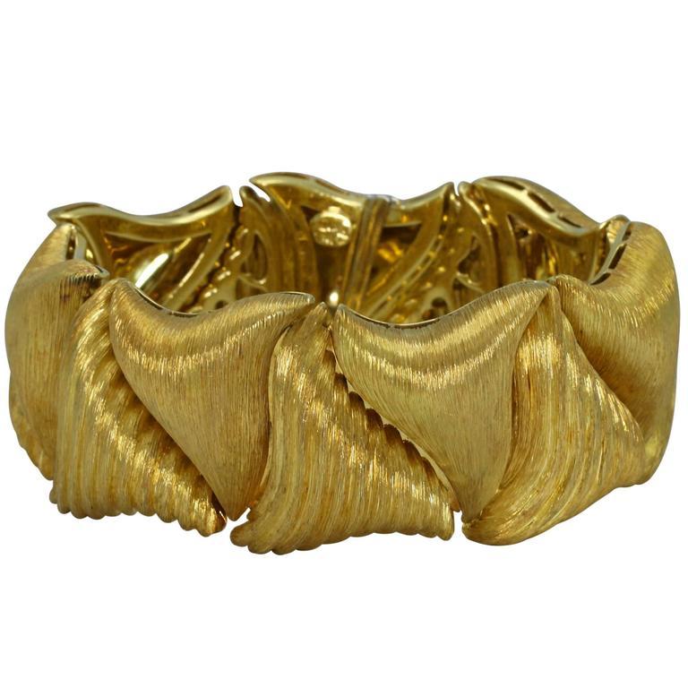 Henry Dunay Textured Gold Link Bracelet For Sale