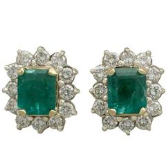 1990s 1.85 Carat Emerald and 1.25 Carat Diamond Yellow Gold Cluster Earrings