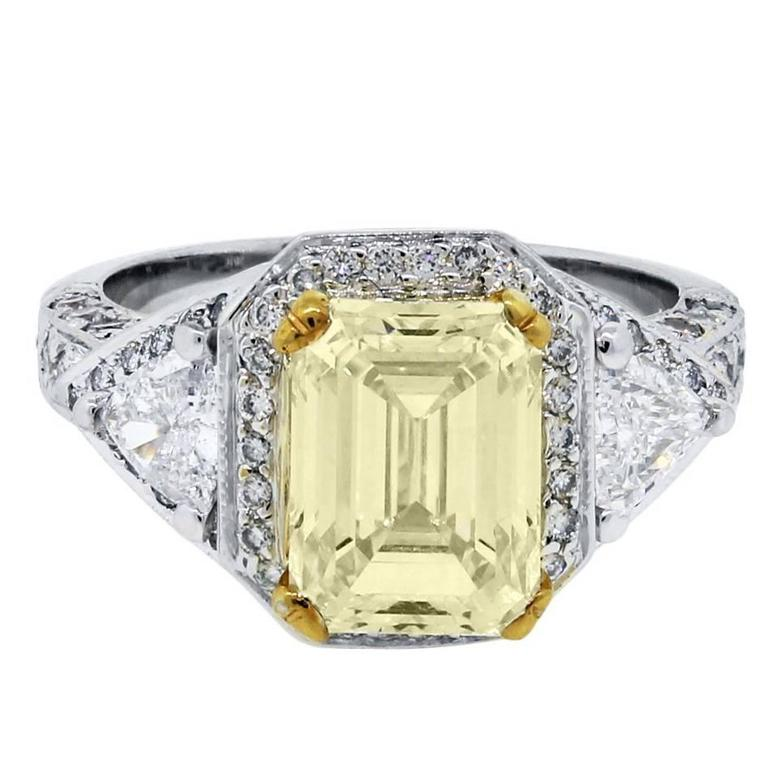4.51 Carats Diamonds white and yellow gold Engagement Ring