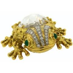 1980s David Webb Rock Crystal Diamond Emerald Yellow Gold Frog Pin Brooch Clip