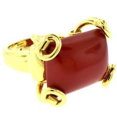 Vintage Gucci Horsebit Natural Rectangular Red Coral Large 18 Karat Gold Ring