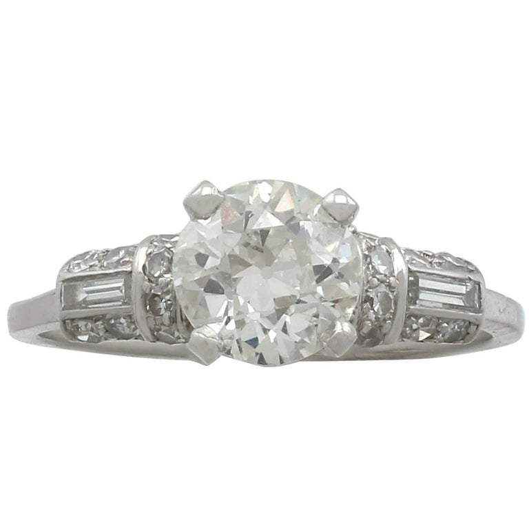 1940s 1.09 Carat Diamond and Platinum Solitaire Ring For Sale