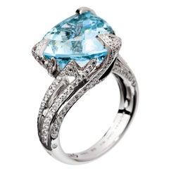 Akillis Cruella Ring 18 Karat White Gold Aquamarine White Diamonds