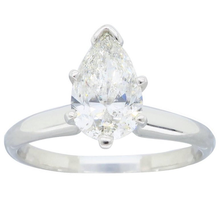 Certified 1 06 Carat Pear Shape Diamond Platinum Engagement Ring For Sale at