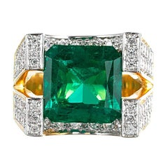 Contemporary Style 5.00 Carat Emerald and Diamond Ring