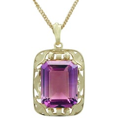 1950s Vintage 15.41 Carat Amethyst and Yellow Gold Pendant