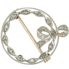 1930s 0.22 Carat Diamond 15 Karat Yellow Gold Platinum Set Brooch