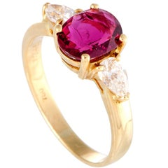 Diamond and Ruby Solitaire Yellow Gold Ring
