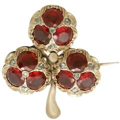 Victorian 5.20 Carat Garnet 0.11 Carat Diamond 15 Karat Gold 'Clover' Brooch