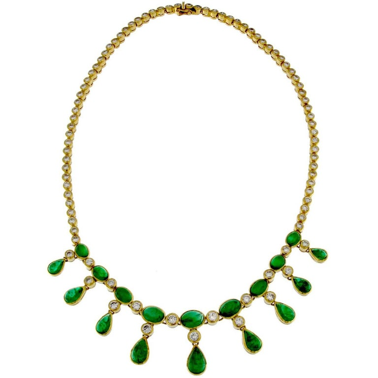 18 Karat Gold Necklace in Emerald and White Diamonds