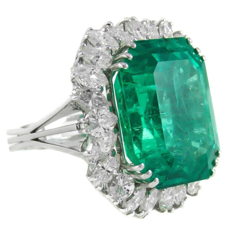 Natural 25 Carat Colombian Emerald Diamond White Gold Ring For Sale
