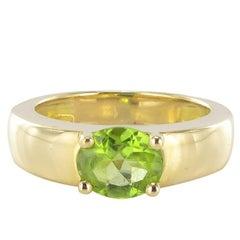 Modern 18K Yellow Gold 1.30 Carat Peridot Ring