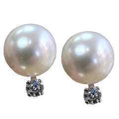 14 Karat White Gold Earrings with Fresh Water Pearls and 0.20 Carat of Diamond