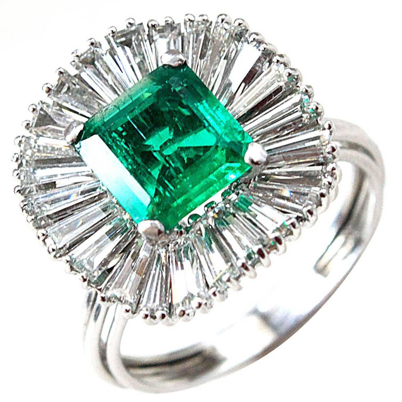 1960s Colombian Emerald Diamond Gold Ballerina Ring