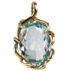 1950s 8 Carat Aquamarine and 14 Karat Yellow Gold Pendant