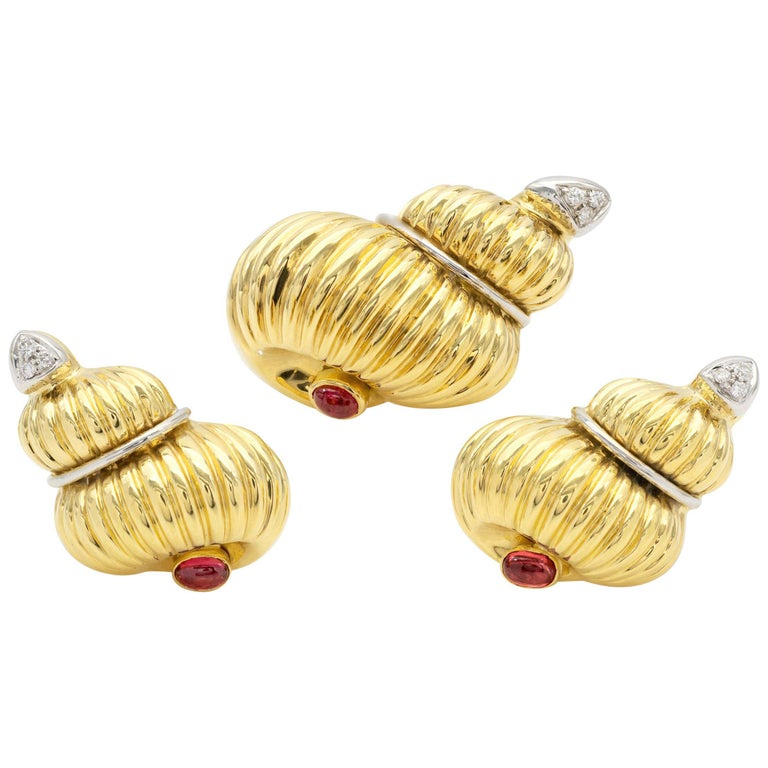 Gold Ruby and Diamond Earrings and Brooch Jewelry Set For Sale