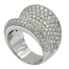 18 Karat White Gold White Diamonds Pavè Saddle Garavelli Ring