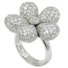18 Karat White Gold White Diamonds Pavè Flower Garavelli Ring