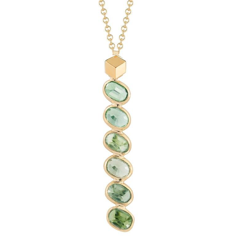 18 Karat Yellow Gold Green Sapphires, 3.30 Carat Ombré Pendant Necklace