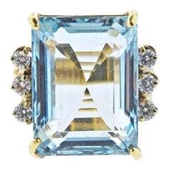 Impressive Retro Estate 1950s Platinum 12 Carat Diamond Aquamarine Ring