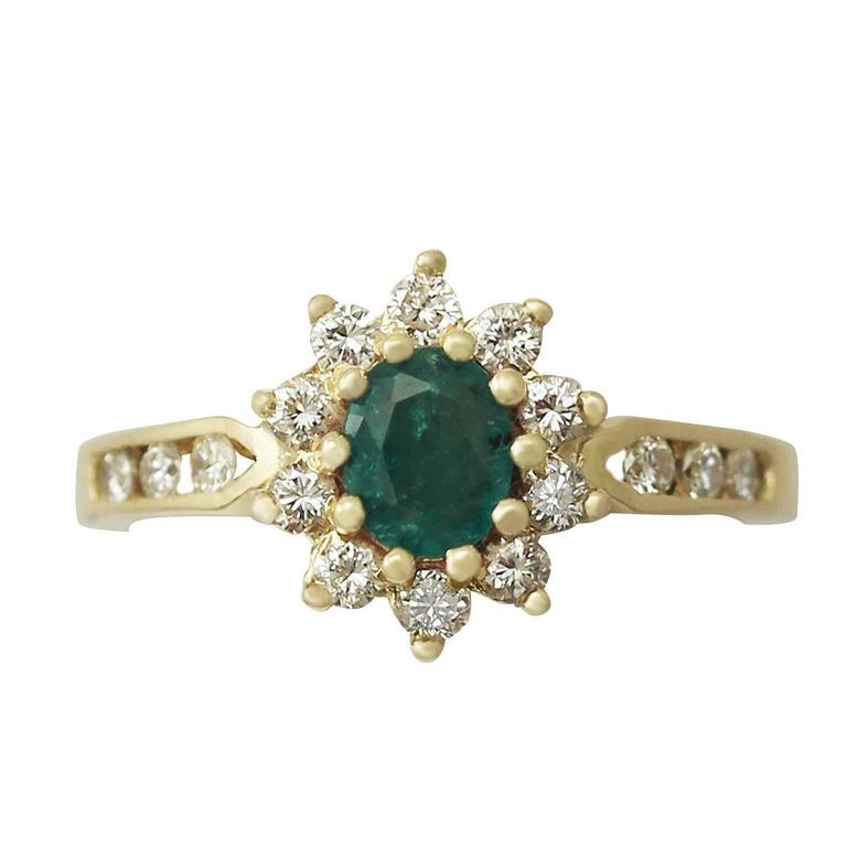 0.30 Carat Emerald and 0.38 Carat Diamond, 18 Karat Gold Cluster Ring, Vintage