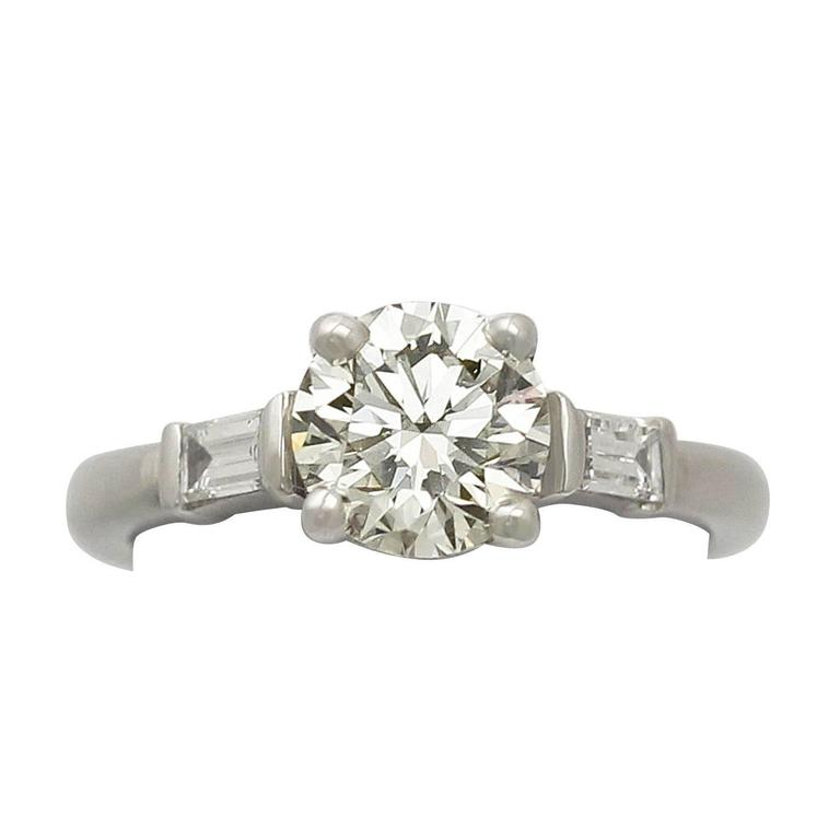 2000s 1.05 Carat Diamond and Platinum Solitaire Ring - Art Deco Style