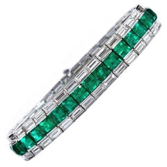 Superb Classic Colombian Emerald Diamond Gold Line Tennis Bracelet