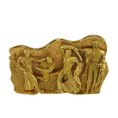A Neoclassical Revivalist Gold Brooch.