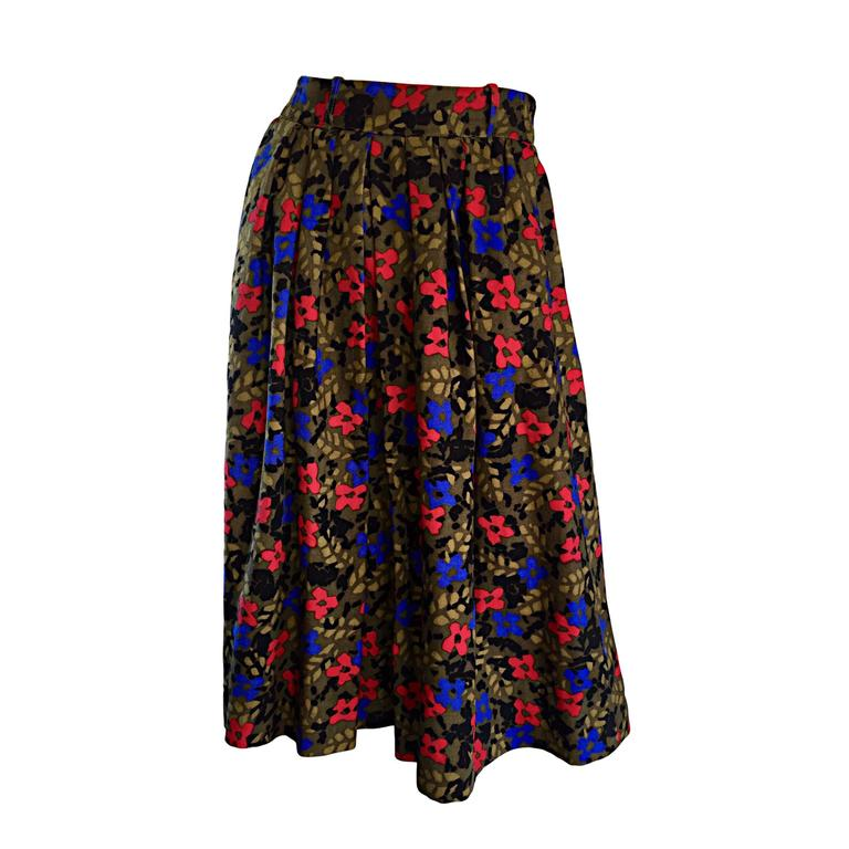 a7777aeef537 Vintage Guy Laroche Pleated Wool Skirt w/ Flowers + Leaves Made in France  For Sale