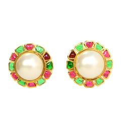 CHANEL Vintage '70s Gripoix & Pearl Clip On Earrings