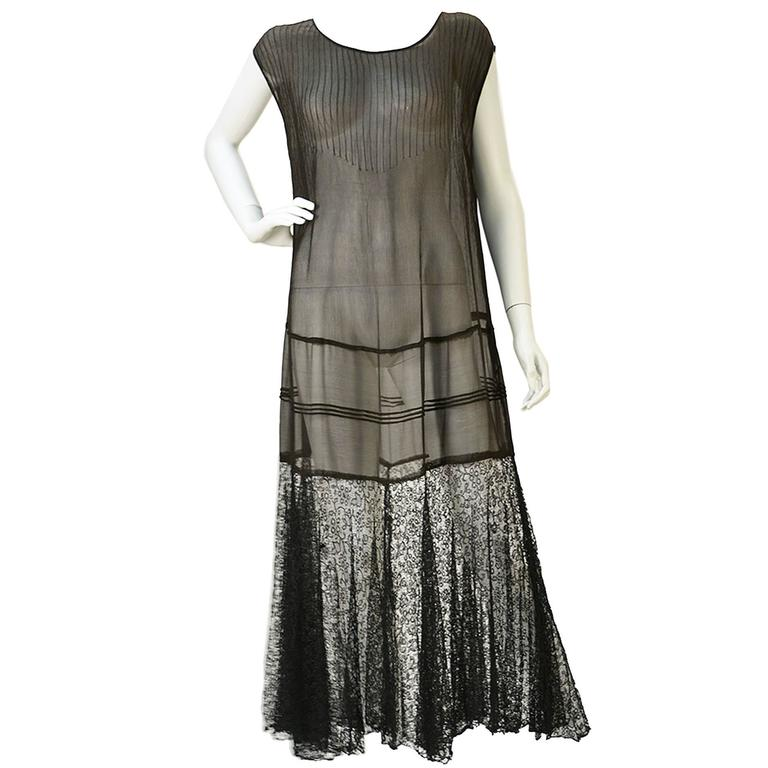"1920s Chiffon Drop Waist ""Flapper"" Dress with Black Lace For Sale"