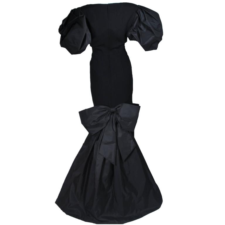 VICTOR COSTA 1980's - 1990's Black Gown with Puff Sleeve Bow Size 12-14  1